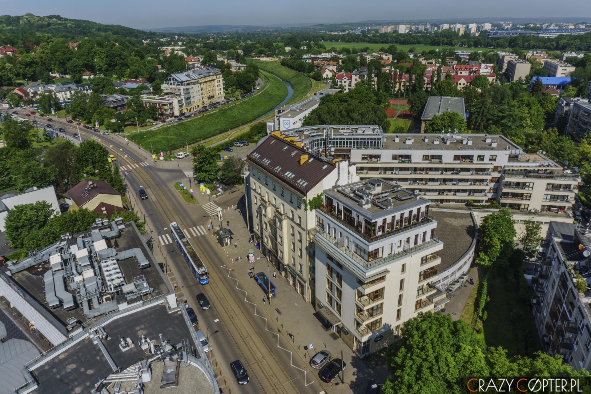 Delikatesy Alma przy ul. Kościuszki w Krakowie - zdjęcia nieruchomości z drona