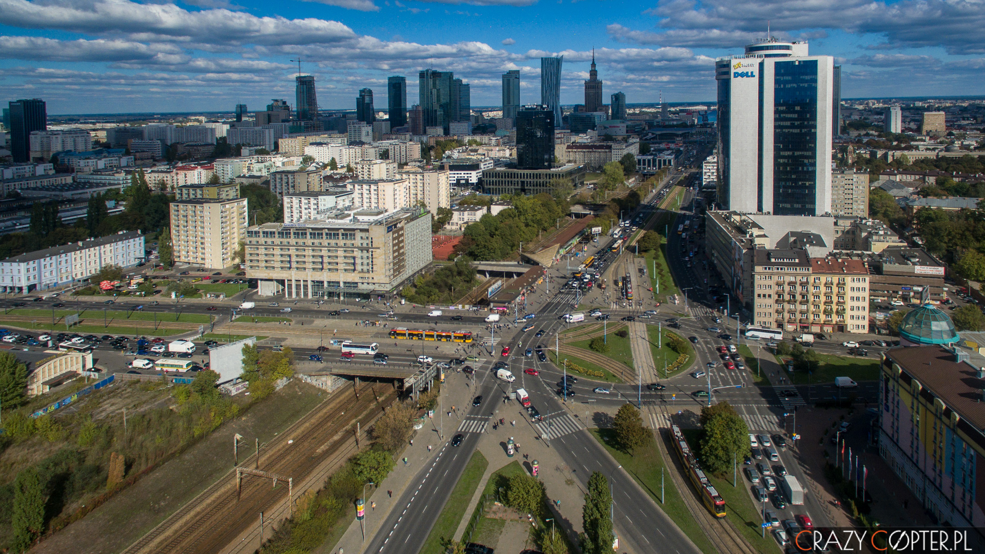 Zdjęcia z drona nieruchomości - Millennium Plaza przy Alejach Jerozolimskich w Warszawie.