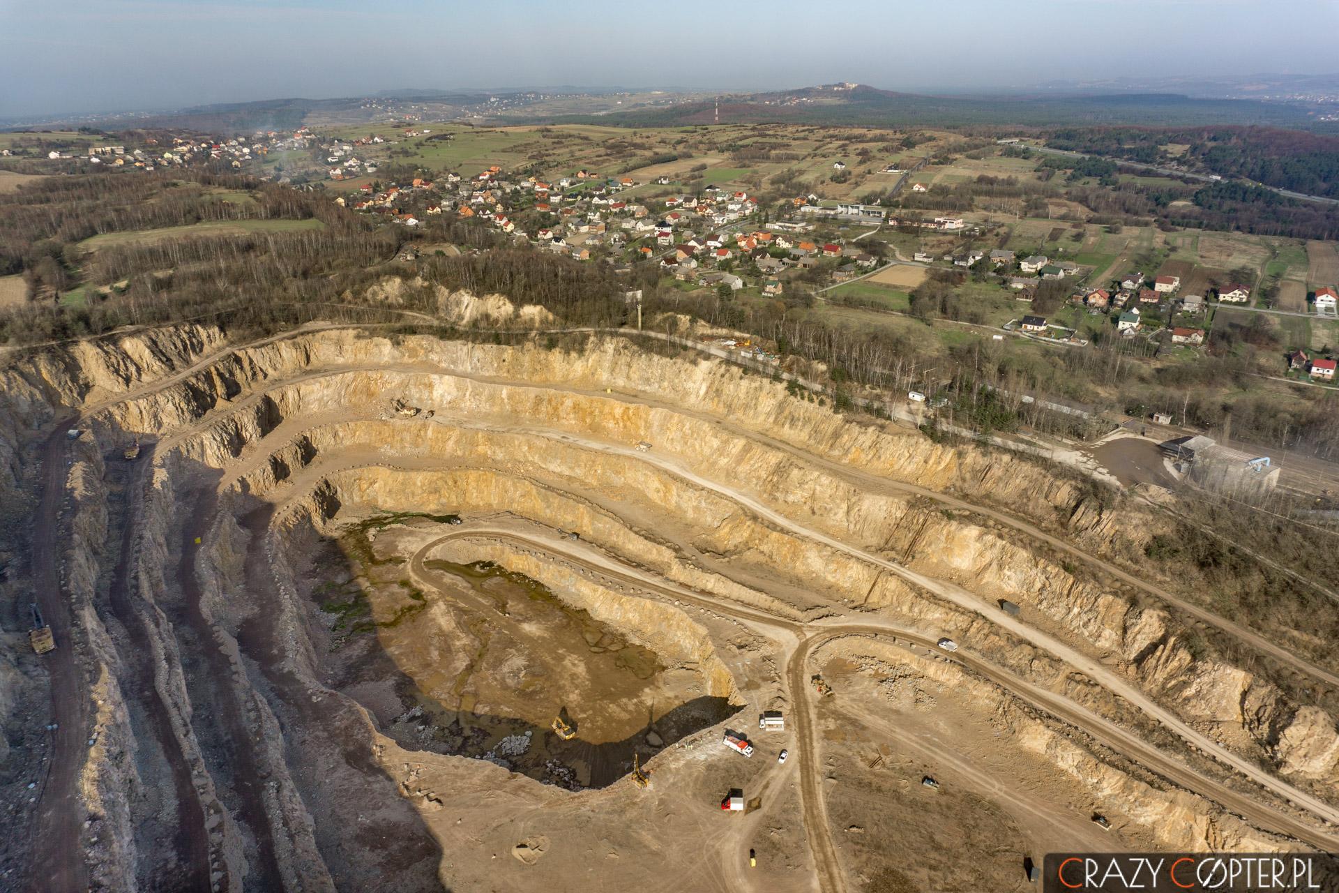 Zdjęcia przemysłowe - poglądowe zdjęcie z drona kopalni odkrywkowej