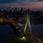 Most Świętokrzyski w Warszawie z widokiem na Centrum miasta.