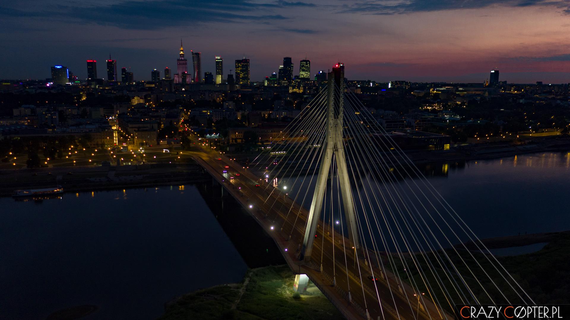 Nocne zdjęcia zdrona wWarszawie.