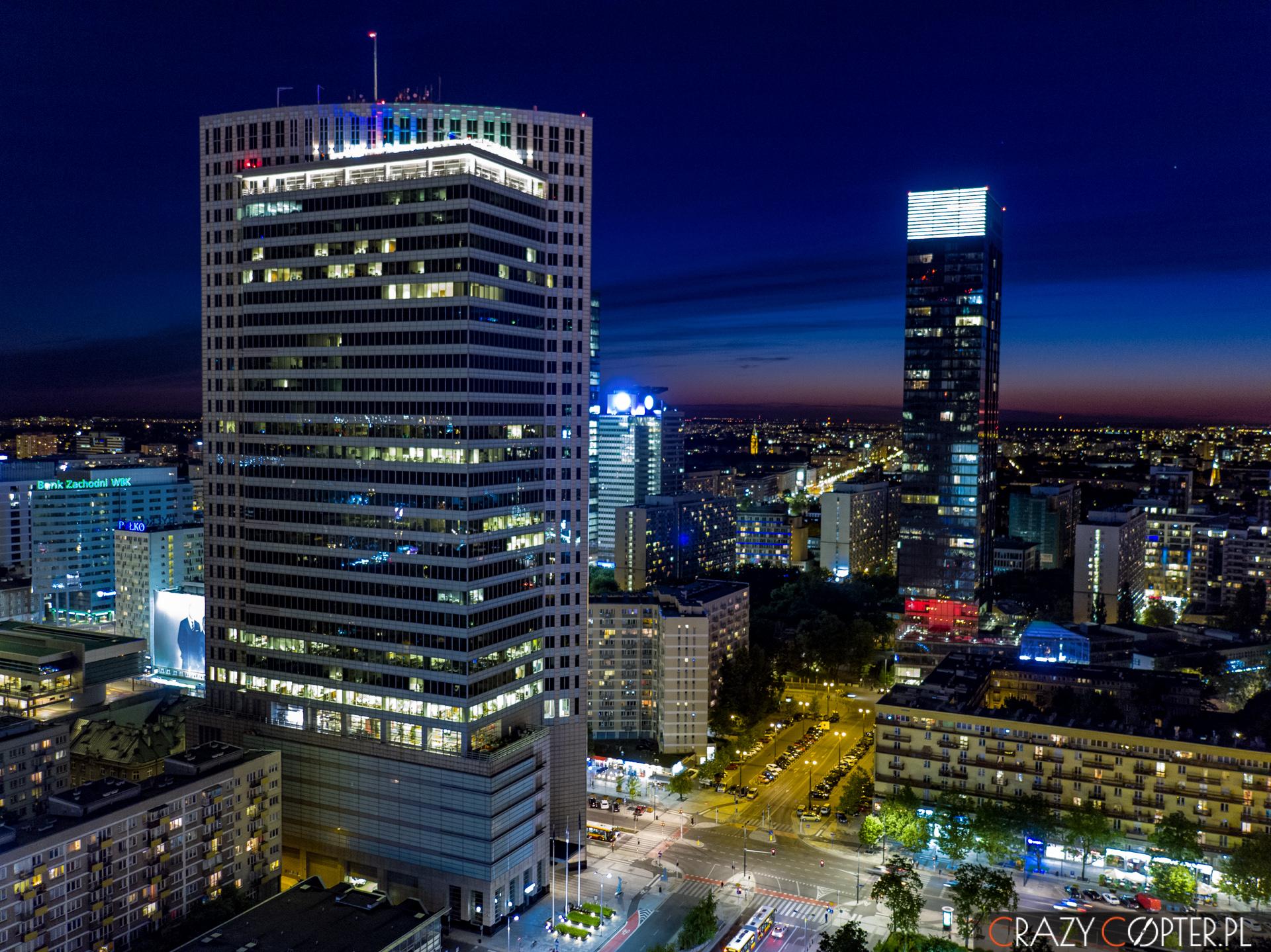 Zdjęcia zdrona wieżowców wWarszawie.