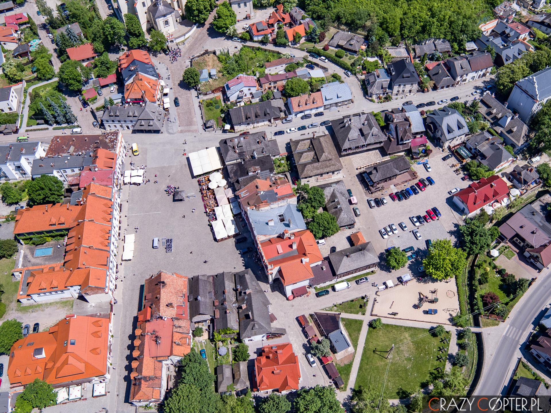 Rynek w Kazimierzu Dolnym widziany z drona.