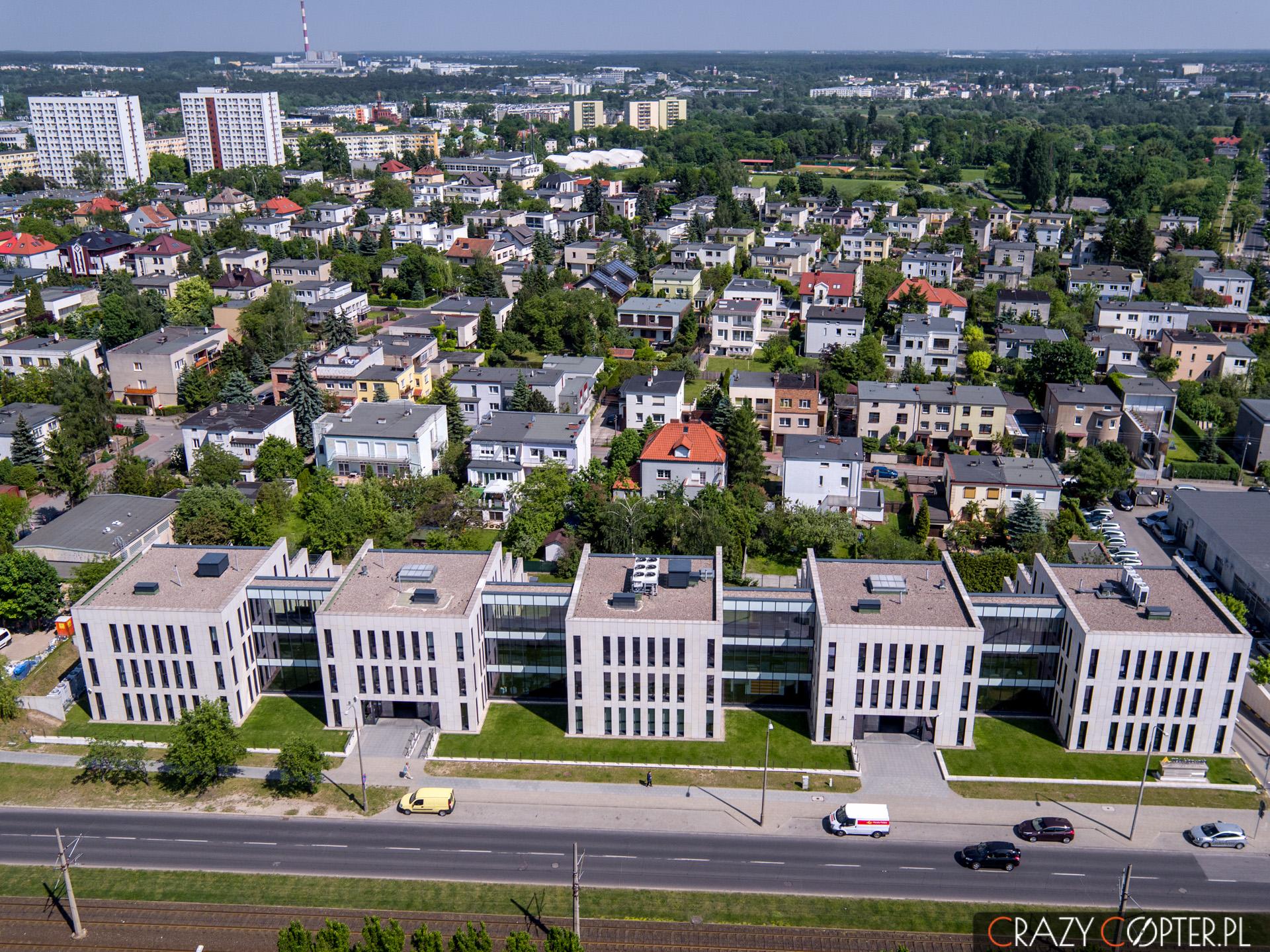 Front biurowca Murawa Office w Poznaniu - zdjęcie z drona.