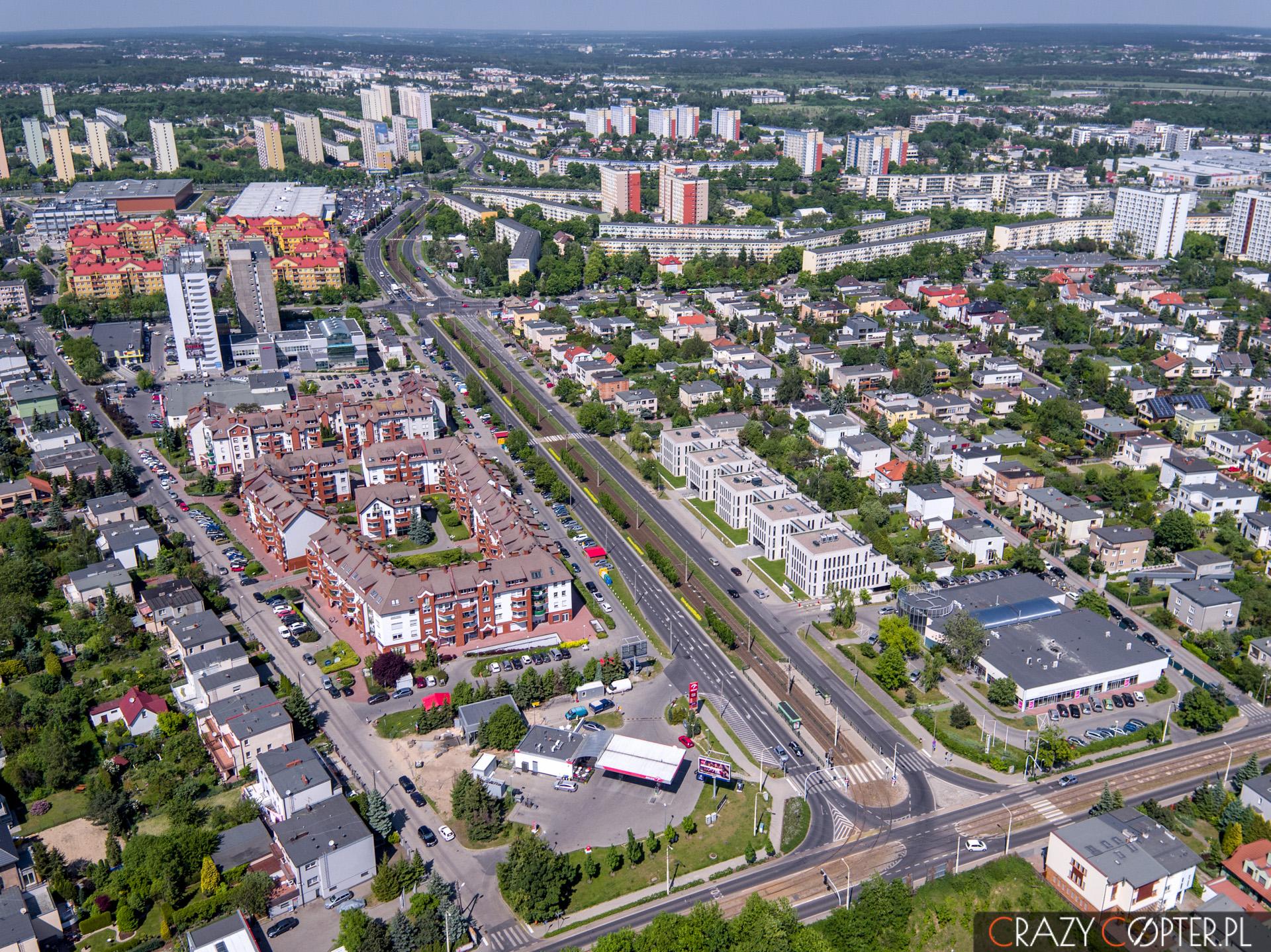 Zdjęcie z drona nieruchomości w Poznaniu idealnie pokazuje lokalizację nowo wybudowanych biur pod wynajem.
