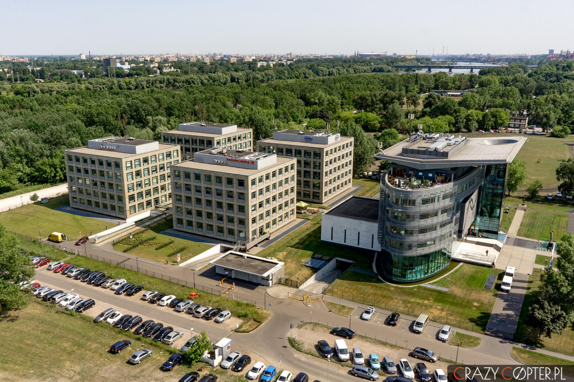 Athina Park oraz siedziba PKOLu w Warszawie.