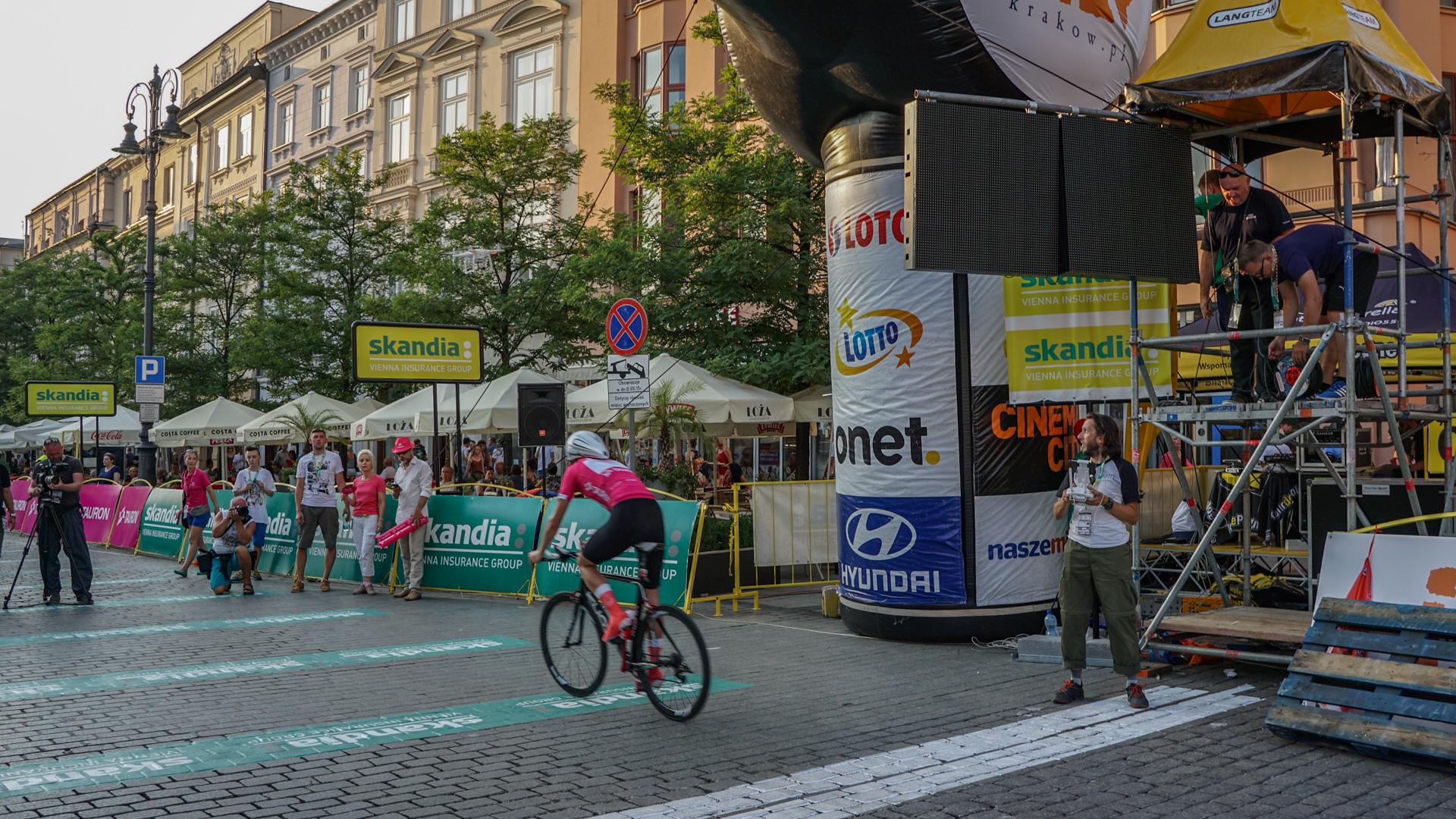 Dynamiczne ujęcia w podczas finału Tour de Pologne