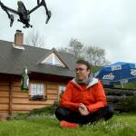 Dron dowożący piwo dla Krzysztofa Gonciarza