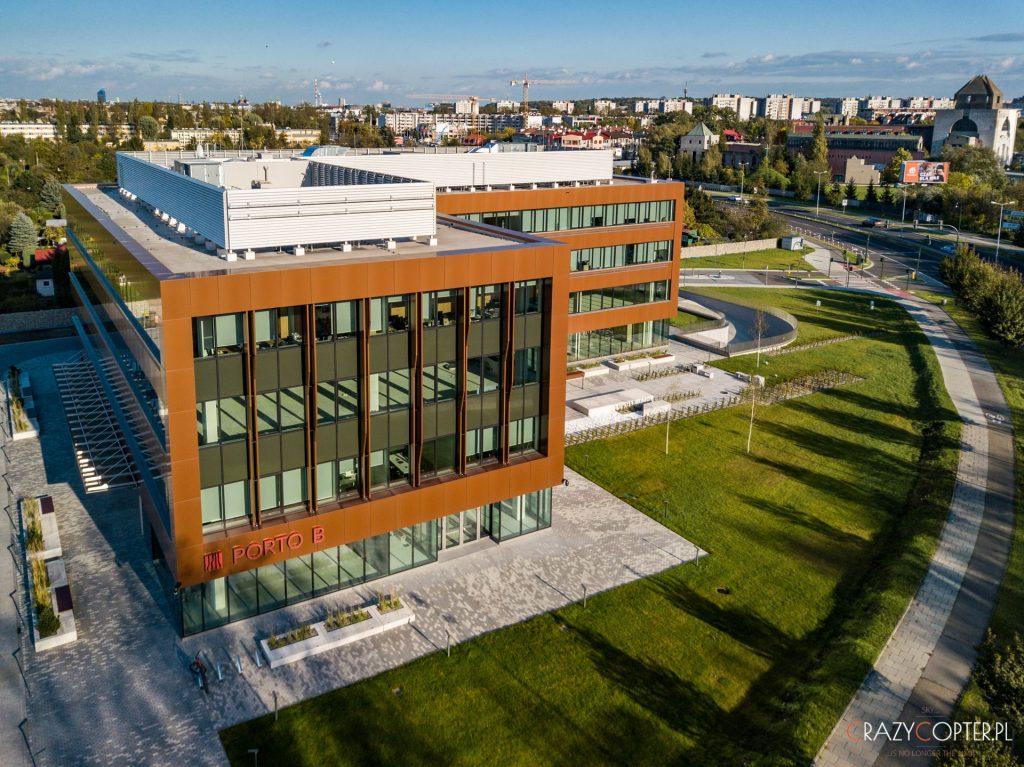 Budynek Porto B - jeden z dwóch biurowców - zdjęcie z drona