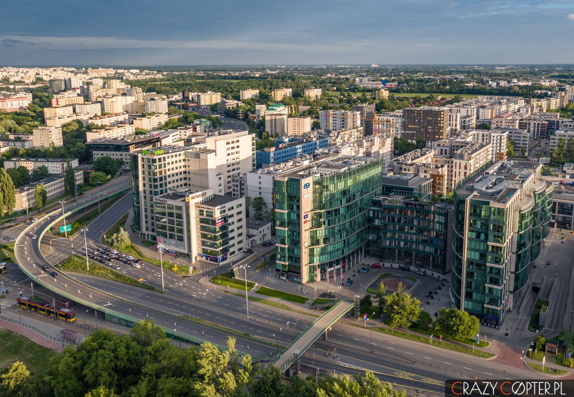 Zdjęcie z drona budynku New City na warszawskim Mokotowie.