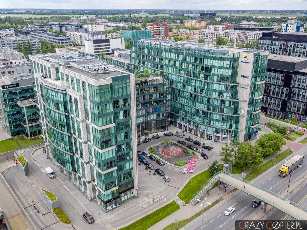 Budynek New City na Mokotowie w Warszawie - zdjęcie z drona.
